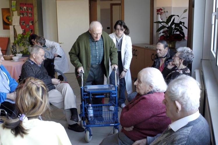 Anziani non autosufficienti e alzheimer chi paga la retta for Casa di cura facile arbusti di fronte